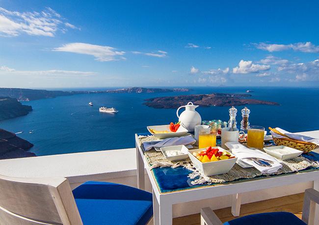 Iconic Hotel Santorini - Terrasse Frühstück
