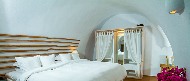 Iconic Hotel Santorini - Iconic Suite Schlafzimmer