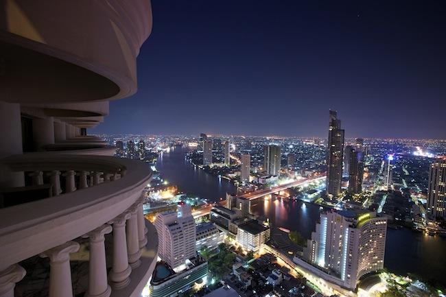 tower-club-suite-balkon-river-view-bangkok