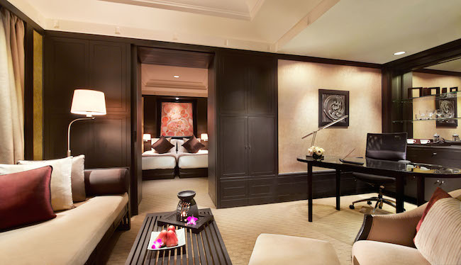 Banyan Tree Bangkok Deluxe Room - Living Room