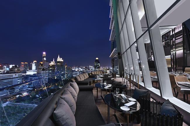 Up&Above Bar bei Nacht