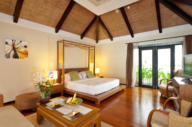 Tongsai-Grand-Villa-Bedroom