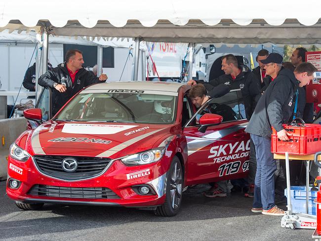 Mazda 6 Weltrekord - Boxenteam