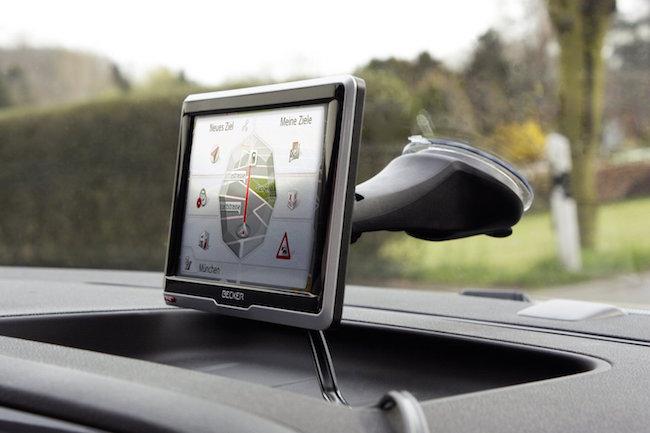 Navigationsgerät im Auto