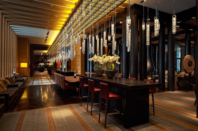 the-chedi-andermatt-luxury-hotel-lobby-bar